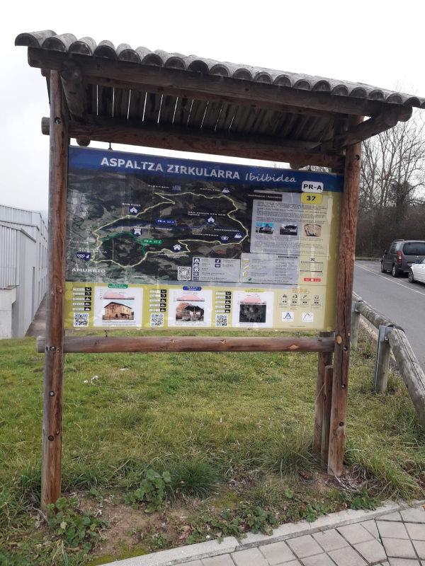 """Señalización del sendero PR-A 37 """"Azpaltza Zirkularra"""""""