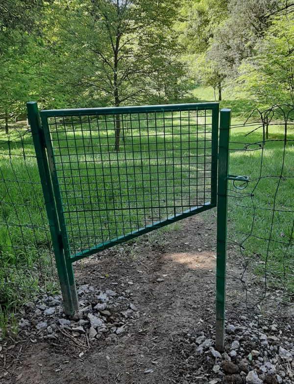 instalacion-de-puerta-para-sendero-en-bizkaia-con-paso-para-animales
